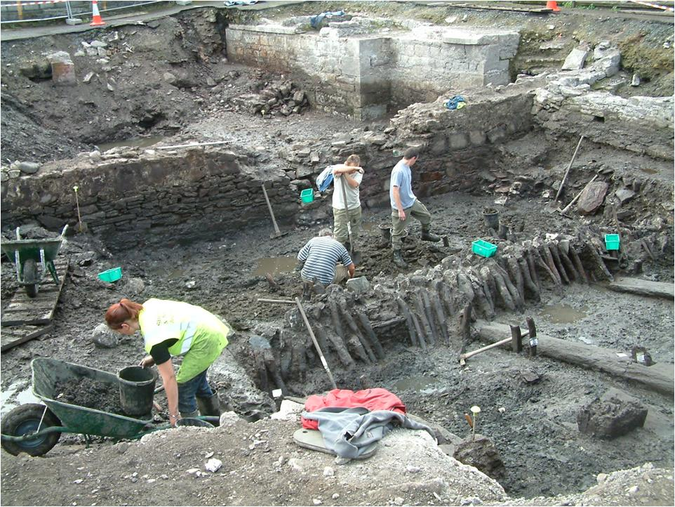 771a. Archaeologists from Sheila Lane & Associates digging at the Grand Parade City Car Park 2004