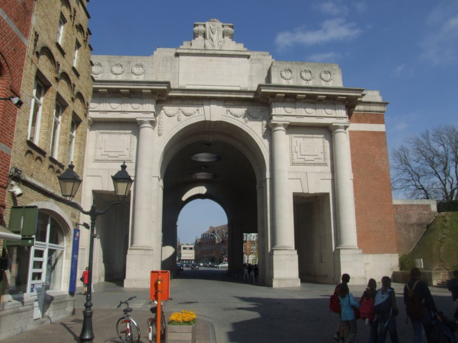 906b. Menin Gate Memorial Ypres, Belgium; it is dedicated to the British and Commonwealth soldiers who were killed in the Ypres Salient of World War I