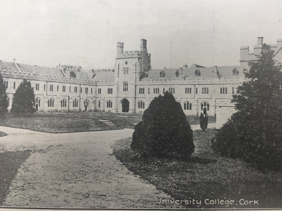 939b. Photo of the quadrangle of University College Cork, early twentieth century