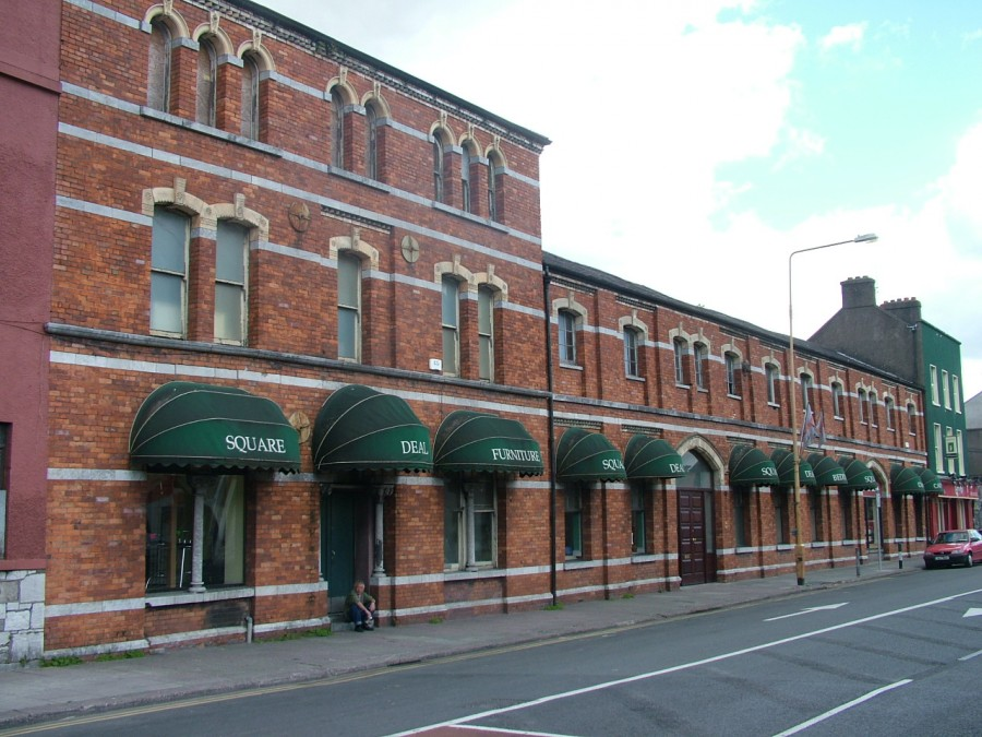 993a. Former Victorian warehouse and office building, of Lee Boot Manufacturing Company, c. 1880 & former Square Deal shop, 2005