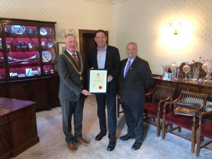 Presentation to Cllr Kieran McCarthy, Certificate of membership, Cork City Council, 2014-2019
