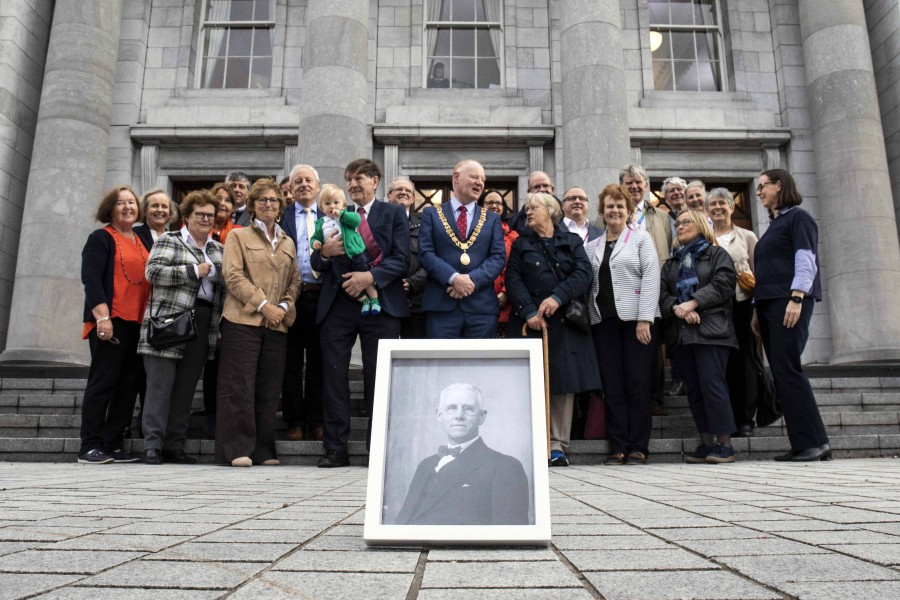 1035b. Present day members of Fawsitt Family with Lord Mayor Cllr John Sheehan, September 2019