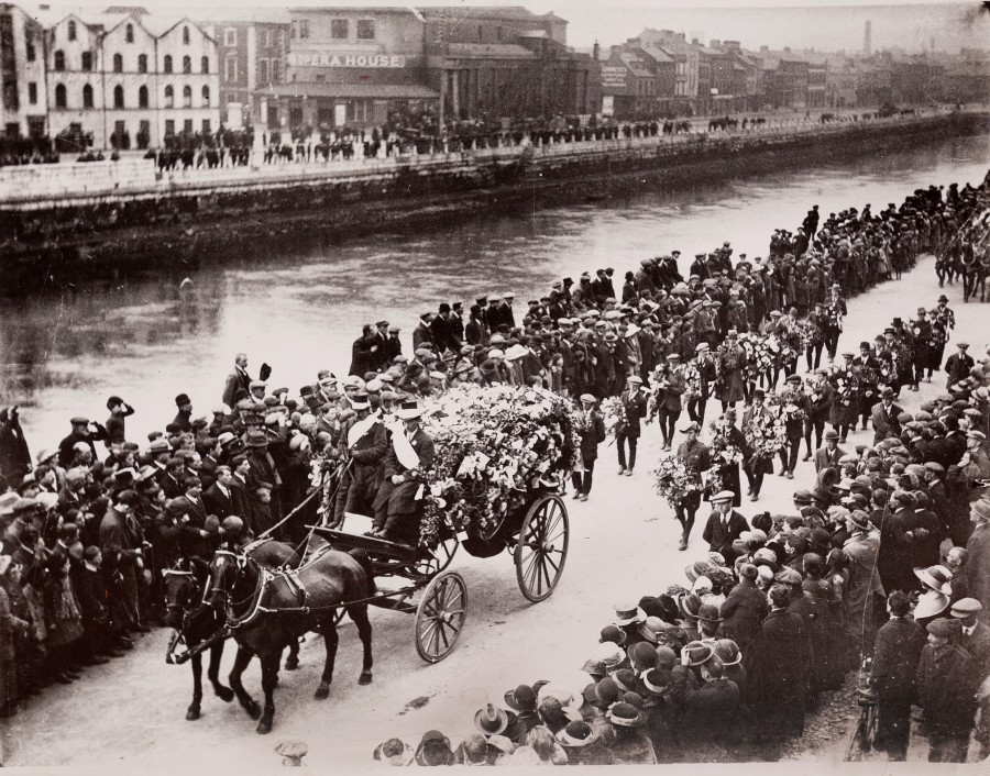 1041b. Funeral procession of Tomas MacCurtain on Camden Quay 22 March 1920 to St Finbarr's Cemetery