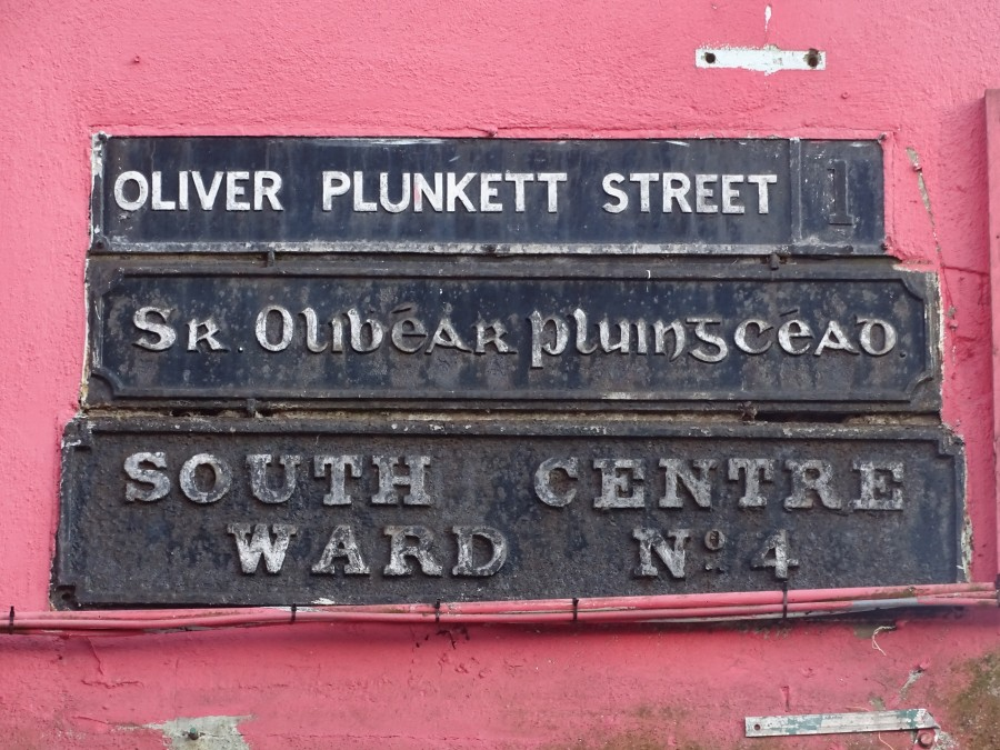 1048a. Placename plaque for Oliver Plunkett Street, present day but possibly dating to 1920