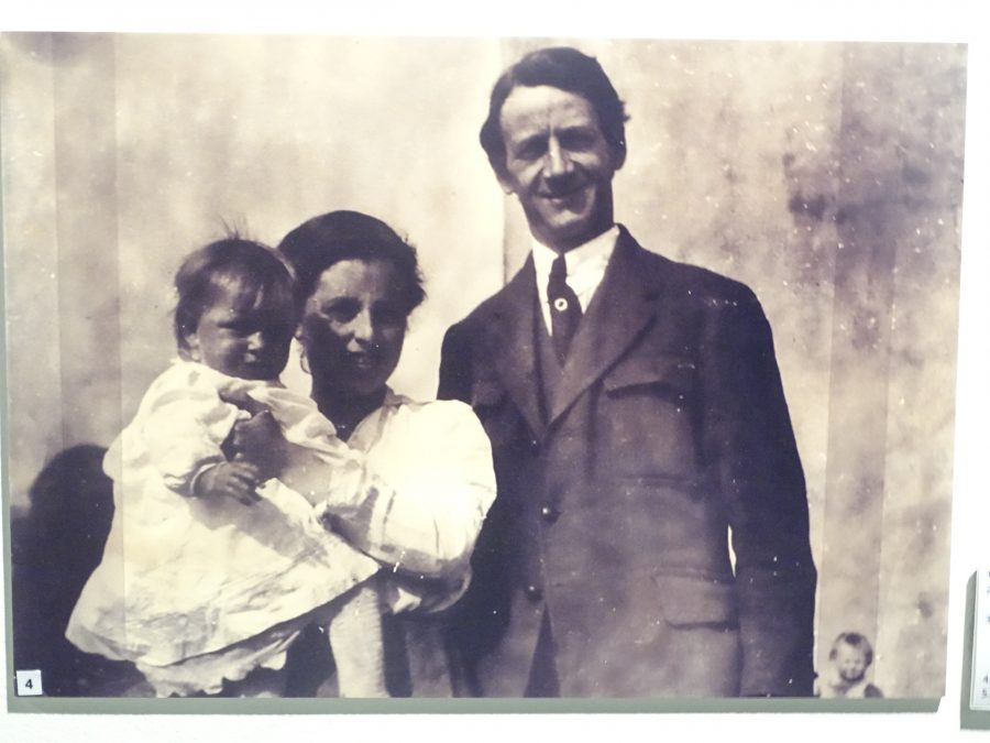 1071a. Terence, Muriel and Máire MacSwiney, c.1920 (source: Cork City Library).
