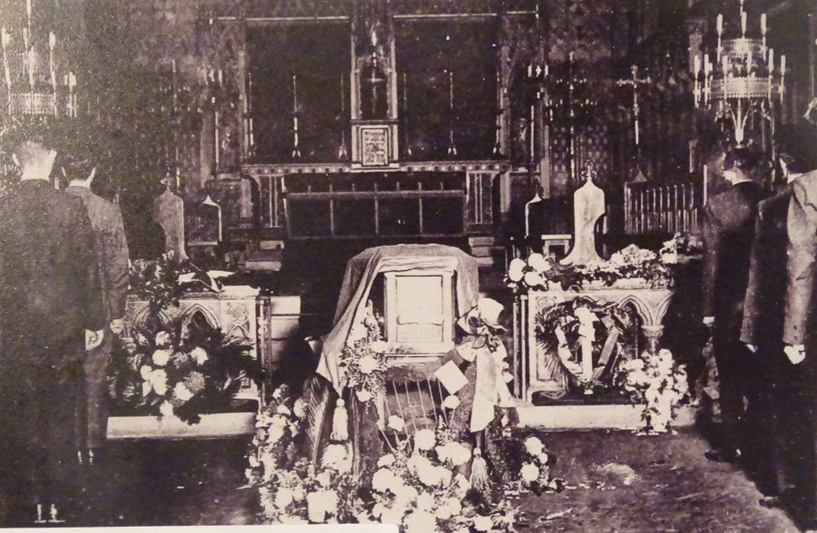 1071b. Terence's Coffin at Southwark Cathedral, London, 25 October 1920 (source: Cork City Museum).