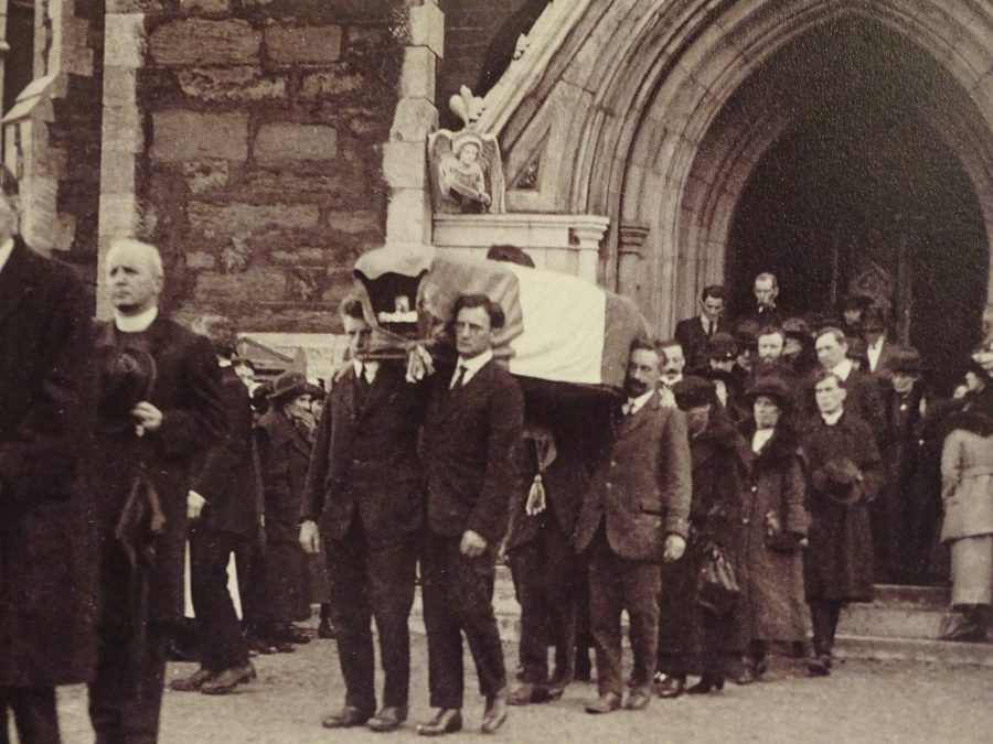 1073a. Coffin of Terence MacSwiney being taken from the North Cathedral, 31 October 1920 (source: Cork Public Museum).