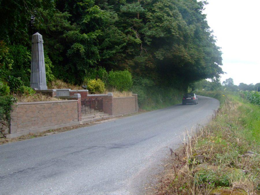 1085b. Coachford-Dripsey Road adjacent Dripsey Ambush Memorial, 2007 (picture: Kieran McCarthy)